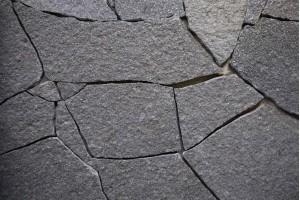 Камень Златолит (черный) 2см, м2